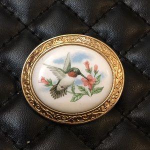 Vintage Avon Humming Bird Cameo Pendent Brooch